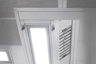 ventilacija-kuhinje-profesionalni-ventilacijski-strop-suedluft-4